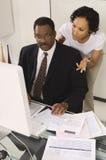 Cliente que habla con el contable Imagen de archivo libre de regalías