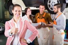 Cliente satisfeito com a renovação dos mecânicos Imagem de Stock Royalty Free