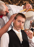 Cliente in un negozio di barbiere Immagine Stock