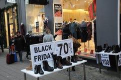 CLIENTES DE BLACK FRIDAY EM COPENHAGA DINAMARCA Fotos de Stock