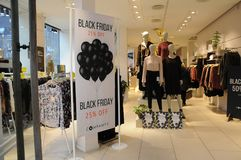 CLIENTES DE BLACK FRIDAY EM COPENHAGA DINAMARCA Fotografia de Stock