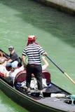 Clientes de espera do Gondolier em Veneza, Italy Imagem de Stock