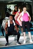 Clientes de la gimnasia que se resuelven con la bola del ejercicio Foto de archivo libre de regalías