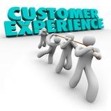 Clientes de la mano de obra de la experiencia del cliente que tiran de la satisfacción de las palabras Foto de archivo