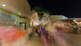 Clientes e turistas no hyperlapse do timelapse da rua da compra do Mamilla no Jerusalém filme