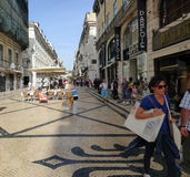 Clientes em uma rua movimentada Imagens de Stock Royalty Free