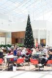 Clienti ad un centro commerciale in Australia, tempo di Natale fotografia stock