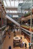 Clienti al centro commerciale dell'America a Bloomington, MN il 6 luglio 2013 Fotografia Stock