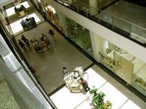Clienti al centro commerciale della zona verde 5, Makati, Filippine immagine stock libera da diritti