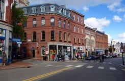 Clienti e turisti sulla via anteriore a Portland, Maine Fotografia Stock