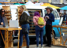Clients chez Smorgasburg, Los Angeles Image stock
