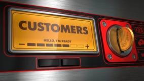 Clients dans l'affichage sur le distributeur automatique  Images stock