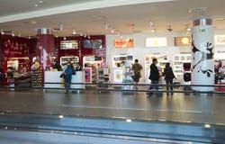 Clients dans la boutique hors taxe Images libres de droits