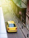 Clients de attente Athènes de taxi de limousine jaune de voiture Photos libres de droits