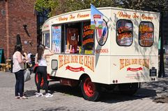 Clients à la crème glacée Van, Liverpool Photo libre de droits
