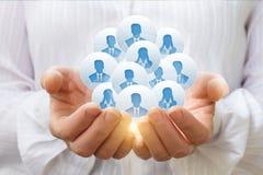 Clients ou employés dans les mains d'une femme d'affaires Images stock