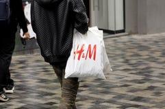 CLIENTS SUÉDOIS DE LA CHAÎNE H&M Photos stock