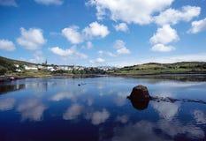 Clifden,爱尔兰海湾和村庄  图库摄影