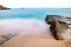 Cliffsulla spiaggia Immagini Stock