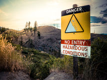 Cliff Danger Sign. A Danger Sign On The Edge Of Cliff On A Hiking Trail Stock Photos