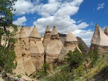 Cliff Formations blanc du porte-malheur de Kashe Katuwe photo stock