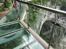 Cliff Glass Sky Walk bij Tianmen-Berg, de Hemel` s Poort in Zhangjiagie, de Provincie van Hunan, China, Azië stock afbeelding