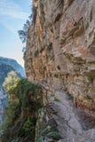 Cliff Hanging Trail in Monodendri, Noordelijk Griekenland royalty-vrije stock foto