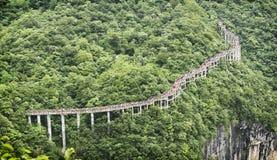 Cliff Hanging Walkway à la montagne de Tianmen, la porte du ` s de ciel chez Zhangjiagie, province de Hunan, Chine, Asie photos stock