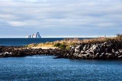 Cliff Kicker Rock, o ícone dos mergulhadores, Galápagos Fotos de Stock Royalty Free