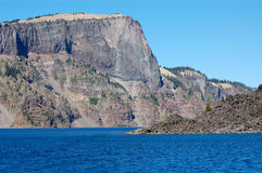 cliff krateru jeziora Obrazy Royalty Free