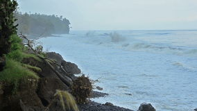 Cliff line with strong waves in Bali - East coast Royalty Free Stock Photography