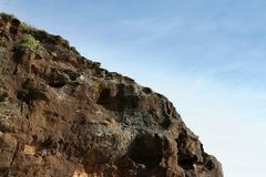 Cliff top on a sunny day overlooking ocean Stock Photography