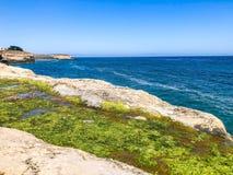 Cliff View de plage de Beautifu la Californie photos libres de droits