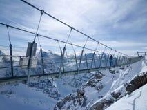 Cliff Walk del soporte Titlis en las montañas suizas Imagenes de archivo