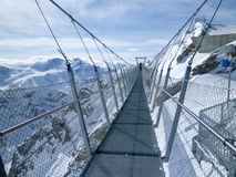 Cliff Walk del soporte Titlis en las montañas suizas Fotografía de archivo libre de regalías