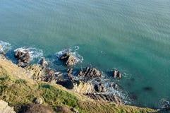 Cliff Walk entre le braillement et le Greystones photos libres de droits