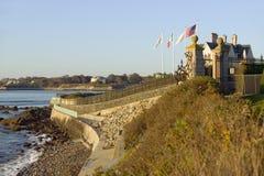 Cliff Walk, mansiones de Cliffside de Newport Rhode Island Foto de archivo