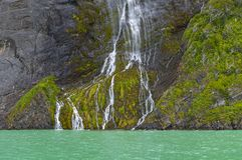 Cliff Waterfall nella Patagonia, Cile fotografia stock