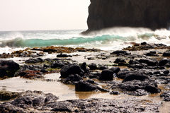 Cliff and waves Royalty Free Stock Photos