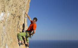 Cliffhanger. Rock climber to climb the wall Royalty Free Stock Photography