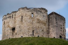 Clifford`s Tower, built at the top of a mound by William the Conqueror. Site of Jewish suicide and massacre of Jews by a mob. York UK. Clifford`s Tower, built stock photos