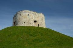 Cliffords& x27; s-torn en stenmonument i York UK arkivbild