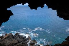 Cliffs and pacific ocean landscape vue from Ana Kakenga cave in Stock Image