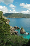 cliffside海岸线希腊海岛视图 图库摄影