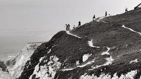 Cliffside людей трясет scenicview Стоковое фото RF