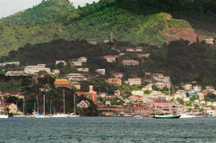 Cliffside-Häuser in den Grenadinen Stockfotografie