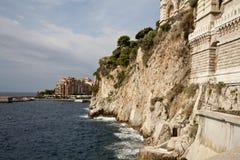 Cliffside sob o aquário fotografia de stock royalty free