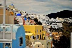 Cliffside stad av Oia Arkivfoton