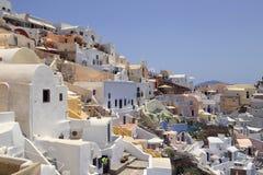 Cliffsidegebouwen in de stad van Oia, Santorini, Griekenland Stock Afbeelding
