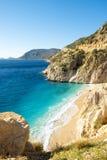 Clifftop не осматривает никто пляж Kaputas Турция песка стоковые изображения